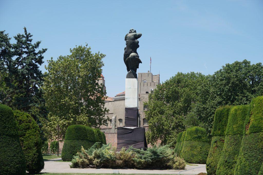 monument de reconnaissance a la france belgrade