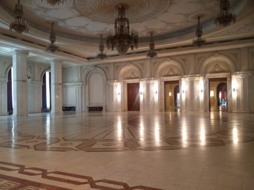 piece centrale palais du parlement bucarest