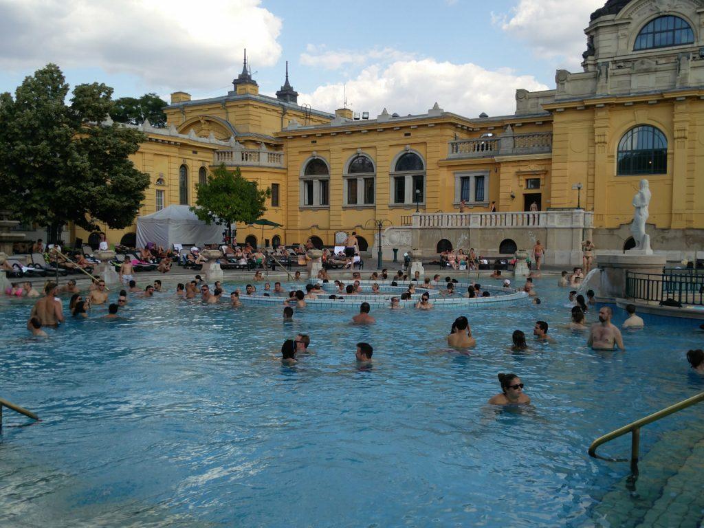 szechenyi baths budapest whirlpool