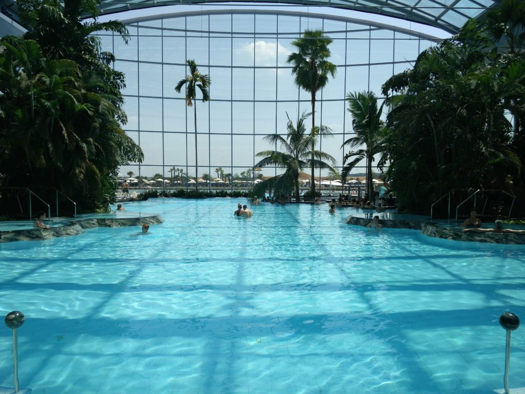 therme bucuresti main pool
