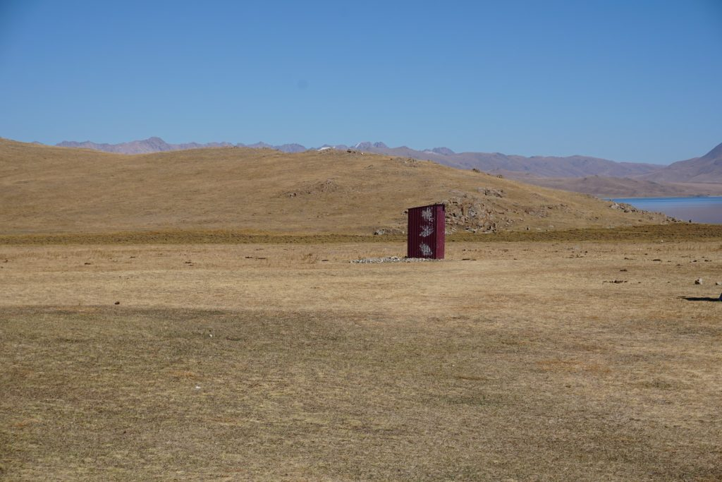 toilets son kol lake