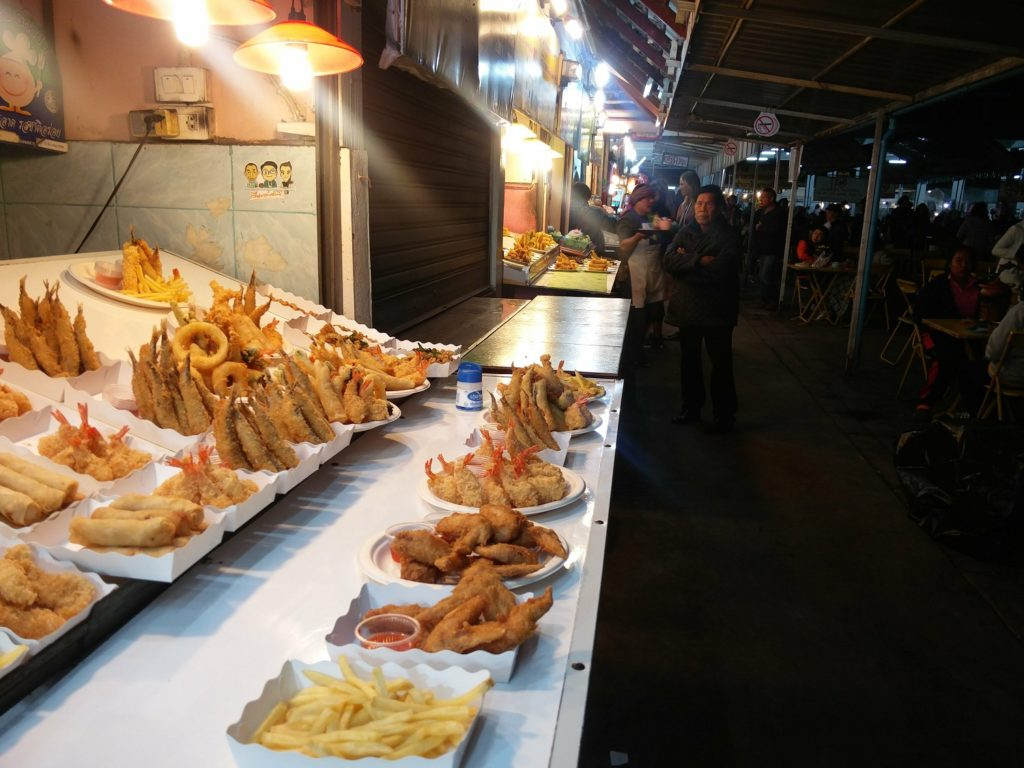street food travel scams