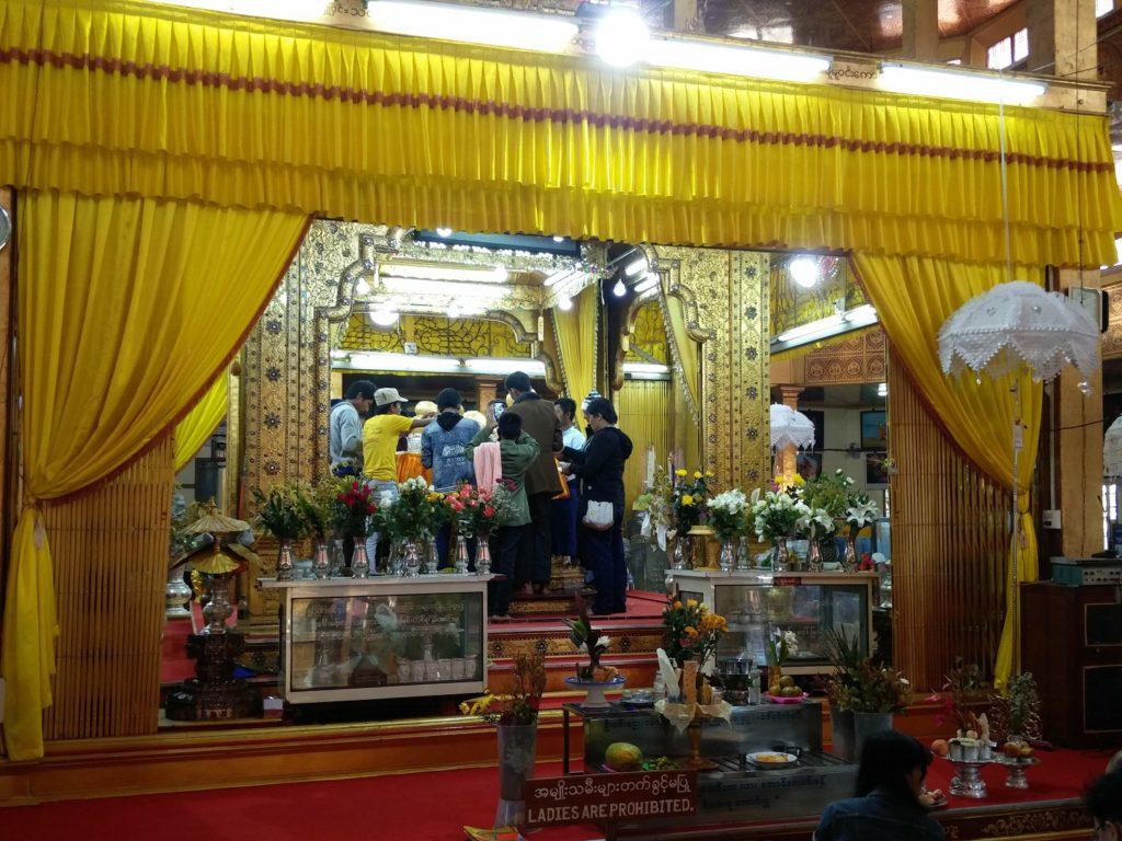 Phaung Daw Oo Pagoda lac inle
