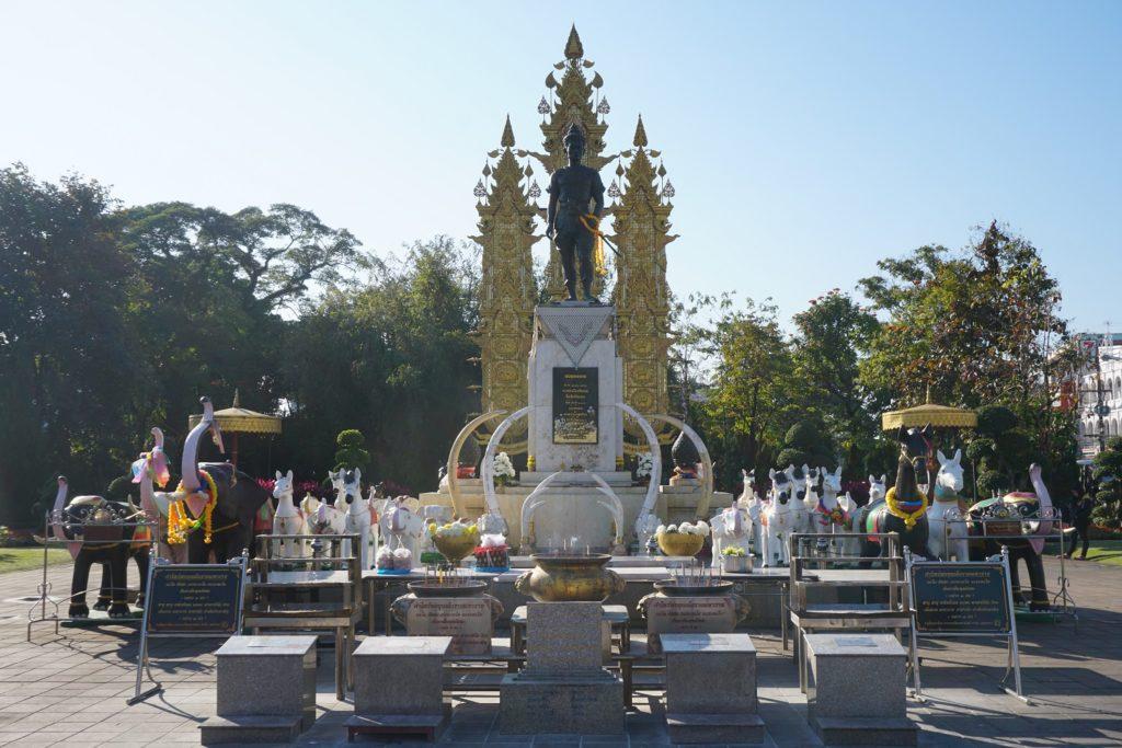 king mangrai monument chiang rai