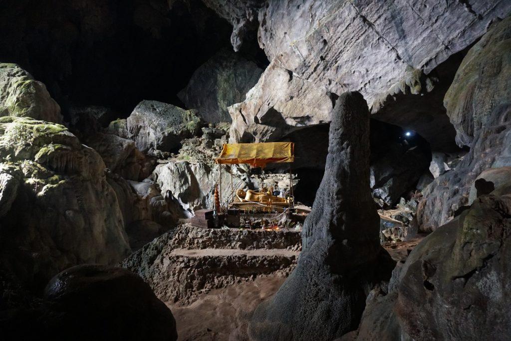 tham phu kham cave vang vieng