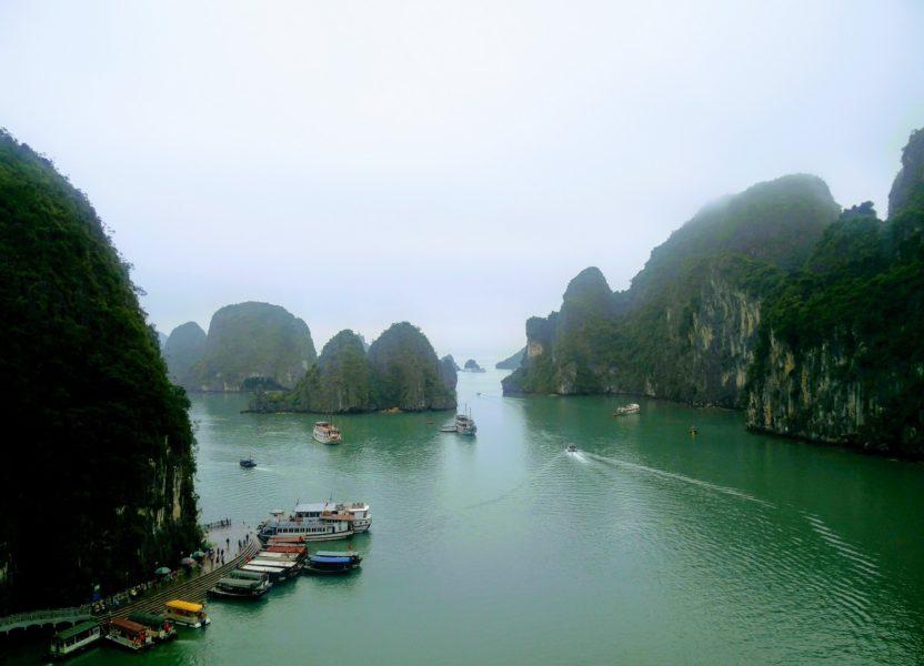 Croisière sur la baie d'Halong, sous la pluie