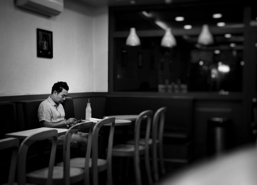 Solomangarephobia, the fear of eating alone in public