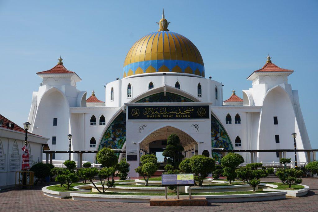 melaka straits mosque malacca