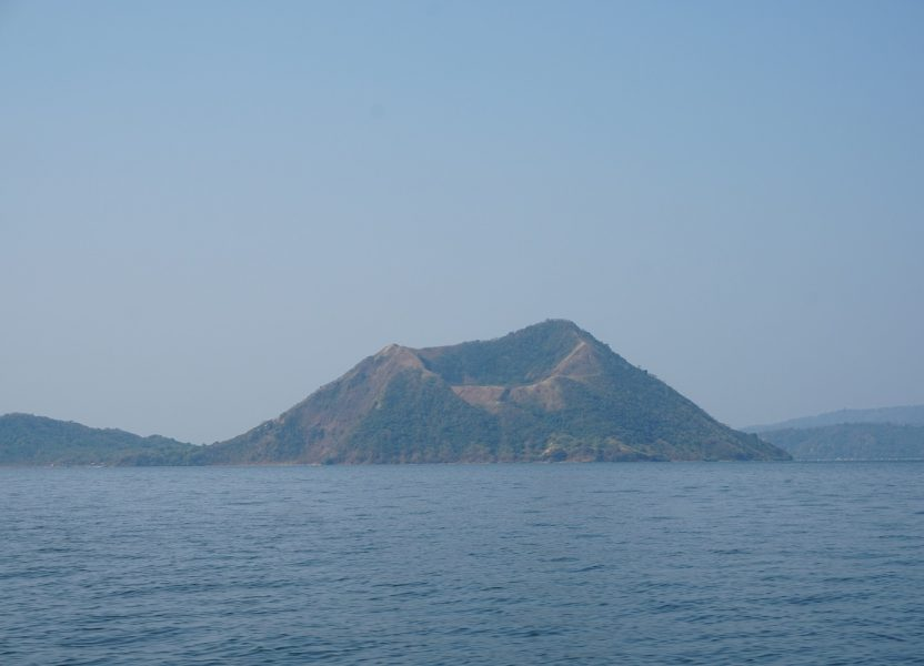 Le volcan Taal aux Philippines