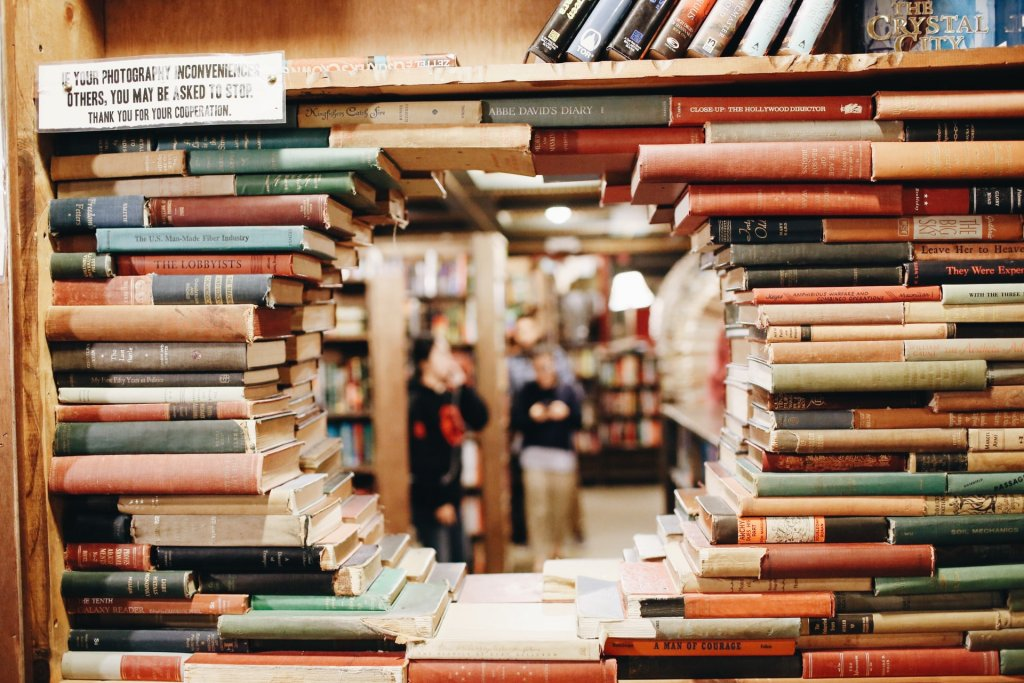 the last bookstore los angeles unsplash