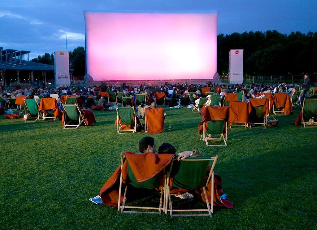 cinema en plein air de la villette paris in the summer