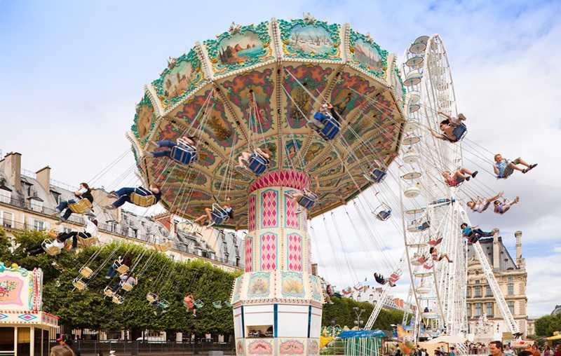 fete des tuileries paris in the summer