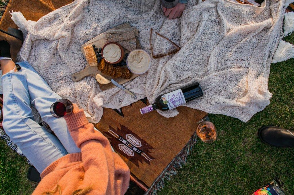 picnic paris in the summer